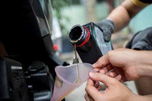 Thời điểm để thay dầu nhớt xe tay ga tốt nhất
